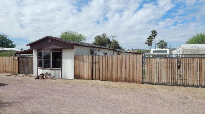 900 SF Mobile Home In Glendale, Arizona