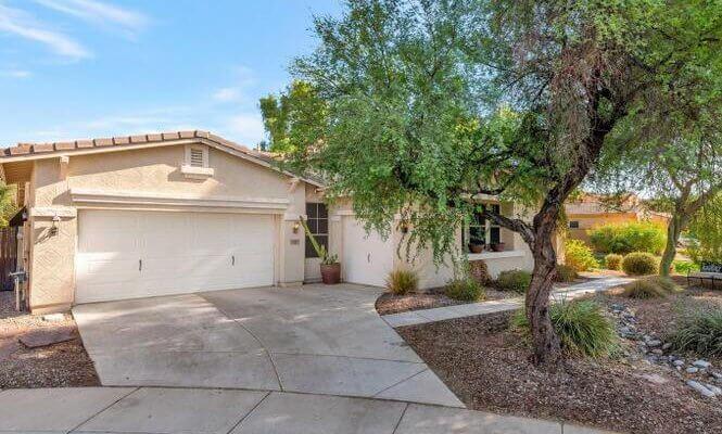 3,043 4-bed, 3-bath home in Chandler AZ
