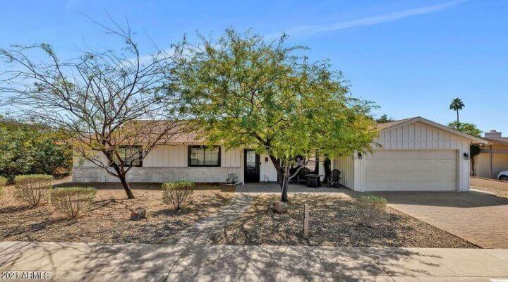 2519 SF Home in Phoenix Arizona
